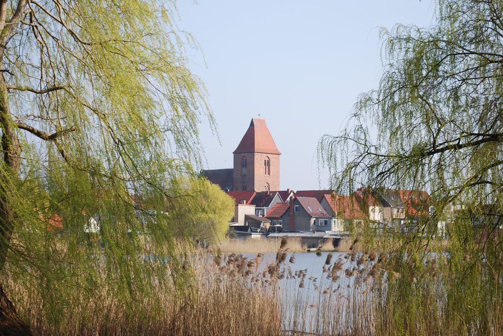 Blick über den Crivitzer See auf unseren Kirchturm